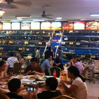 Photo taken at Unique Seafood 23 Restaurant (23海鮮飯店) by Jeff S. on 3/12/2012