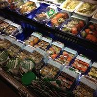Foto scattata a Hannaford Supermarket da Crystal P. il 8/21/2012