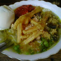 Photo taken at Soto Ayam Kenari-Sriwijaya by didirusl2474 on 1/5/2012