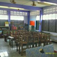 Photo taken at โรงเรียนมาบเหลาชะโอน by Parinya S. on 2/4/2012