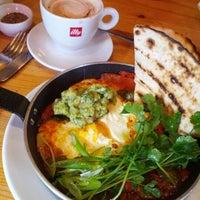 Снимок сделан в Juniors Deli Cafe пользователем MissBorga 2/12/2012