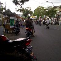 Photo taken at Bundaran DPRD by Teguhwin b. on 8/14/2012
