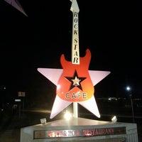Foto scattata a Rock Star da Sandy R. il 8/2/2012