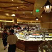 Das Foto wurde bei The Buffet at Bellagio von Richard Krawczyk @. am 5/31/2012 aufgenommen