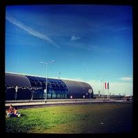 Foto diambil di Warsaw-Modlin Airport oleh Martin J. pada 7/24/2012