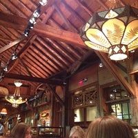 Das Foto wurde bei Clyde's Tower Oaks Lodge von Sunira M. am 8/4/2012 aufgenommen
