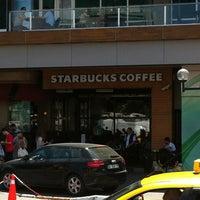 Das Foto wurde bei Starbucks von Mert Z. am 7/31/2012 aufgenommen