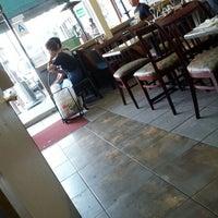 รูปภาพถ่ายที่ Sanamluang Café โดย Pj เมื่อ 7/18/2012