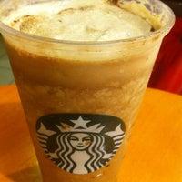 Foto tirada no(a) Starbucks por Fabio C. em 2/19/2012