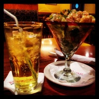 Photo taken at Tony Roma's توني روماس by Nathaniel A. on 5/3/2012