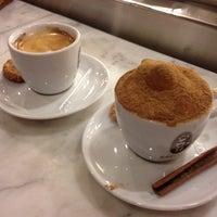 Foto tirada no(a) Café Baroni por Paulo L. em 8/22/2012
