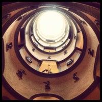 Photo prise au L'Hotel par Eakin R. le3/17/2012