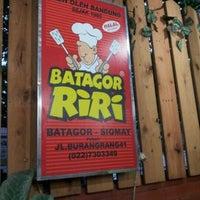 Photo taken at Batagor Riri by Diway T. on 5/17/2012