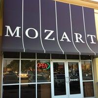 6/30/2012 tarihinde Sergey K.ziyaretçi tarafından Mozart Bakery & Cafe'de çekilen fotoğraf