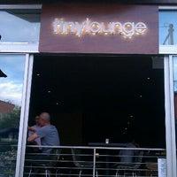 Das Foto wurde bei Tiny Lounge von Matt L. am 6/4/2012 aufgenommen