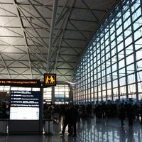 Photo taken at Gate 45 by 짱구 신. on 3/5/2012