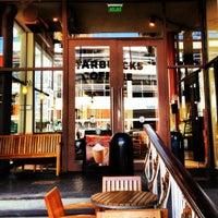 Снимок сделан в Starbucks пользователем Bu A. 7/17/2012