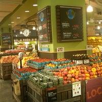 Foto tomada en Whole Foods Market por Teresa J. el 9/1/2012