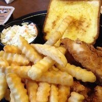 Photo taken at Zaxby's Chicken Fingers & Buffalo Wings by Robert S. on 5/8/2012