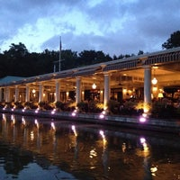 Photo taken at The Loeb Boathouse by Elif on 8/15/2012