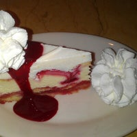 Foto scattata a Cheesecake Factory da Michael C. il 7/27/2012