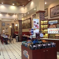 Photo taken at Ghirardelli Ice Cream & Chocolate Shop by Marilena C. on 8/15/2012