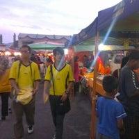 Photo taken at Pasar Malam Pekan Kg. Gajah by Azhan m. on 4/20/2012