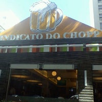 Photo taken at Sindicato do Chopp by Frederico M. on 5/26/2012