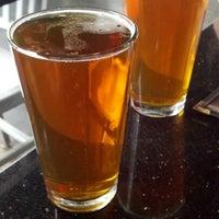 Foto diambil di Lockdown Bar & Grill oleh Eleni pada 8/31/2012