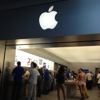 Photo taken at Apple Syracuse by Pei Lin H. on 6/24/2012