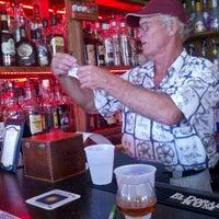 Foto tirada no(a) Rum Bar at the Speakeasy Inn por Monica R. em 9/6/2012
