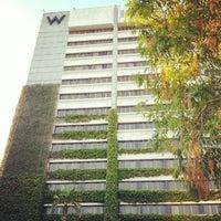 Foto tirada no(a) W Los Angeles - West Beverly Hills por Kiat 明. em 7/18/2012