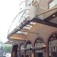 Photo taken at Metropolitan Hotel by 🍀Nobuhiro M. on 7/8/2012