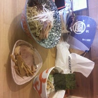 Photo taken at らーめんマル汁屋 by 祐一 清. on 8/16/2012
