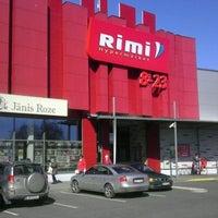 Photo taken at Rimi Hipermārkets [Stirnu] by Belij27 on 3/26/2012