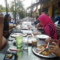 Photo taken at Restoran Khulafa Bistro by Arsy F. on 8/22/2012