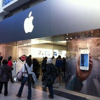 Photo taken at Apple Store by Norman C. on 4/5/2012