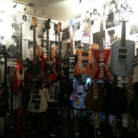 Photo taken at Hank's Guitar Shop by Thiago dMello B. on 10/11/2011