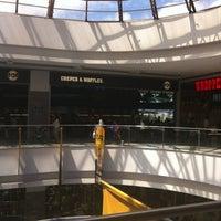 Foto diambil di Crepes & Waffles oleh Claudia F. pada 7/20/2012