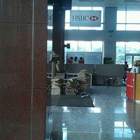 Photo taken at HSBC Bank   U CHULIAMG Tower by Woonny H. on 4/6/2012