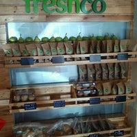 Photo taken at Freshco Bar Orgánico by Emiro J. on 9/14/2011