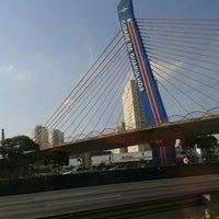 Foto tirada no(a) Viaduto Cidade de Guarulhos por Marcos D. em 3/29/2012