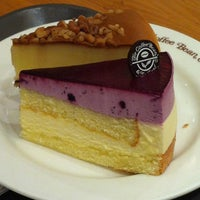 Photo taken at The Coffee Bean & Tea Leaf by kaoring on 3/19/2012