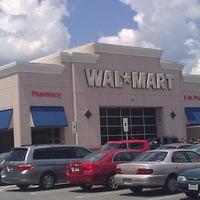 Das Foto wurde bei Walmart von David C. am 7/17/2011 aufgenommen