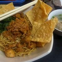 Photo taken at Bakmie Yamin Mang Memet by Lany K. on 10/14/2011