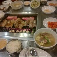 Photo taken at Muk Eun Ji by Jun H. on 10/25/2011