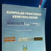 4/13/2012 tarihinde wega phayota p.ziyaretçi tarafından Dinas Perindustrian dan Perdagangan Provinsi Jawa Timur'de çekilen fotoğraf