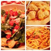 Foto scattata a Buca di Beppo Italian Restaurant da Roger M. il 5/10/2012