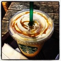 Das Foto wurde bei Starbucks von Muge D. am 6/18/2012 aufgenommen
