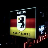 Photo taken at Berlín Music & Beer by Karhim R. on 10/16/2011